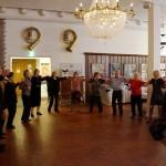 21.2.2015 Keski-Savon Kreikanystävien Kreikkalainen ilta, Varkaus, yleisö tanssii